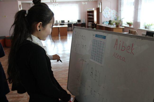 Из-за латиницы начался отток детей из казахских школ — эксперт