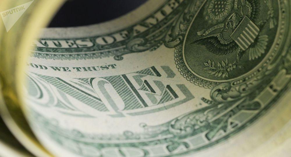 Кыргызстанда бир доллардын баасы 74 сомдон ылдыйлады