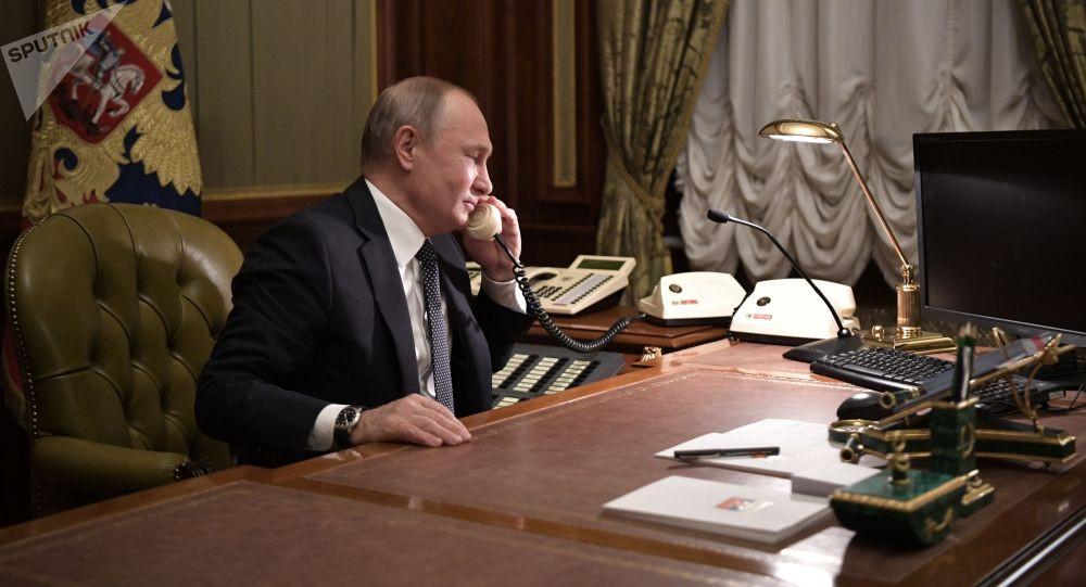 Жээнбеков Путин менен сүйлөшүп, жардамы үчүн ыраазычылык билдирди