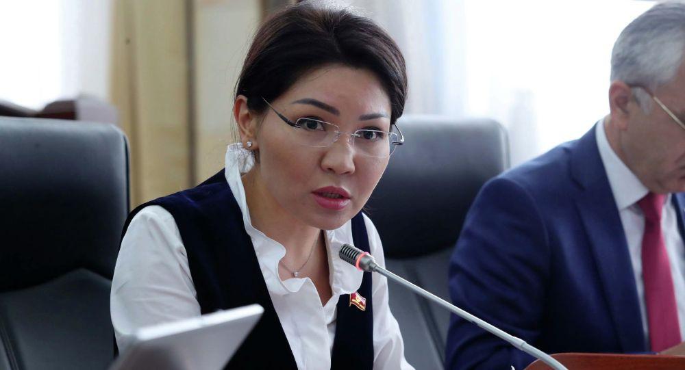 Курсан Асановдун иши боюнча Эльвира Сурабалдиева суракка чакырылды