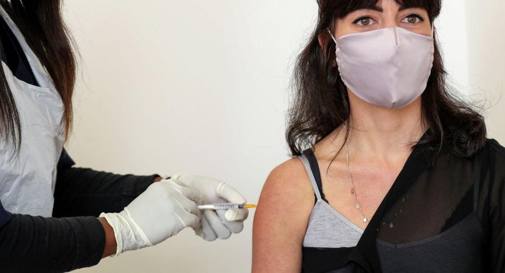 Кыргызстанда COVID-19га каршы вакцинаны биринчи кимдер алат