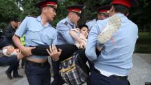Алматыда полиция 200дөн ашуун кишини кармап кетти