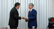 Текебаев Жээнбеков менен Атамбаевдин айланасындагы окуяларга баа берди
