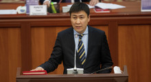 Билим берүү министри Алмазбек Бейшеналиев кызматтан кетип, ордуна башка келди