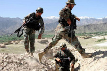 На границе Афганистана и Туркменистана идет бой. Идет эвакуация населения