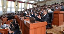 Акимдер чуусу. Депутаттар Жапаров сунуштаган 4 мыйзамды колдоого макул болду