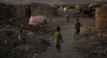 Балдар көчөдө өлүп жатат. Кышында Афганистанда ачарчылык болору божомолдонууда